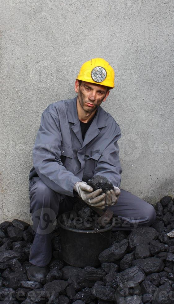 carbón en manos foto