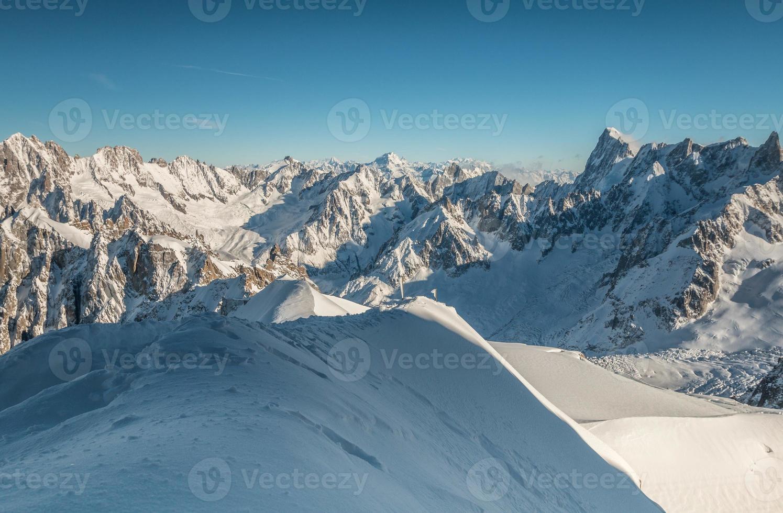 las montañas de los alpes foto