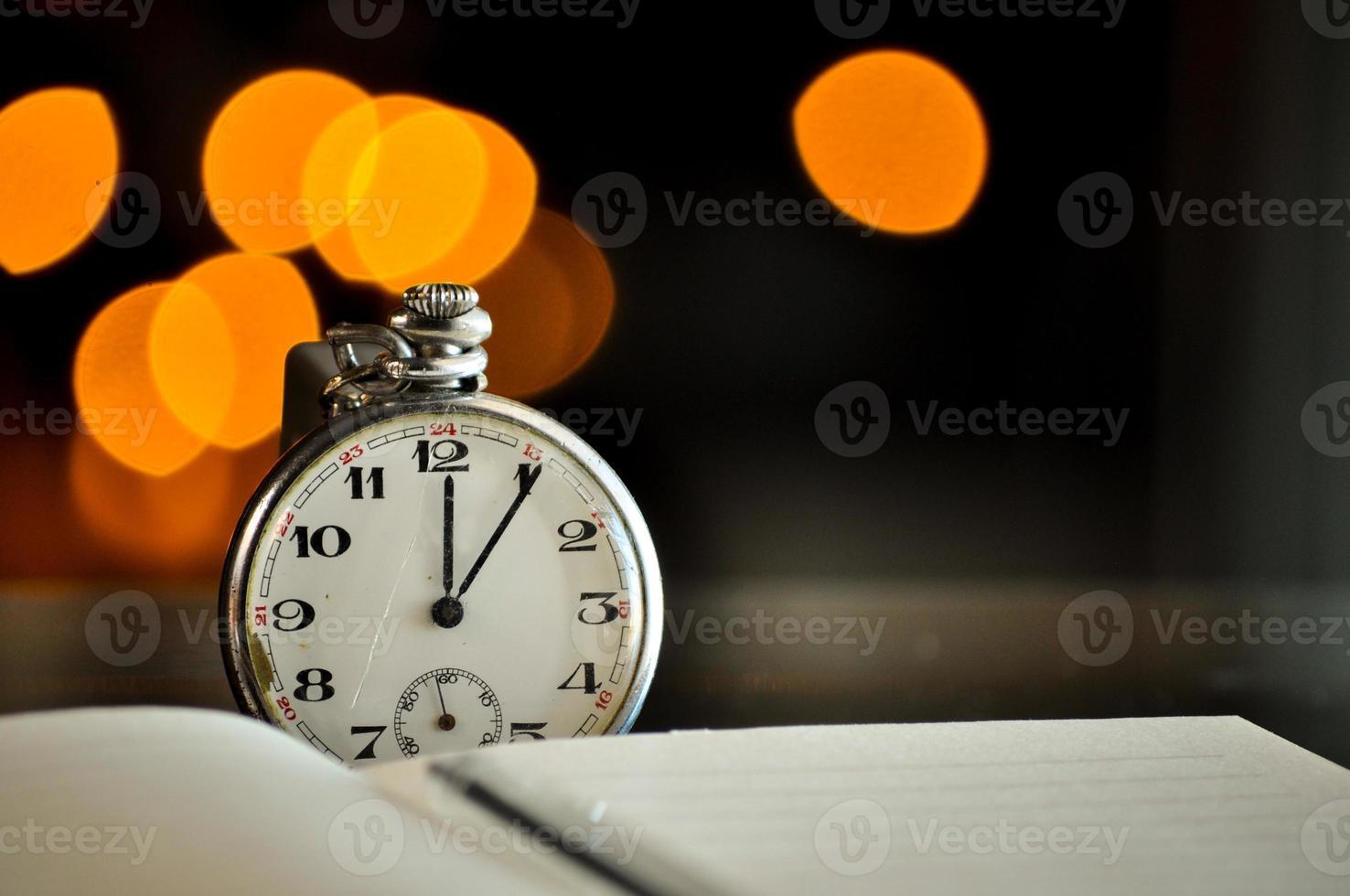 reloj de bolsillo. símbolos del tiempo 1137915 Foto de stock en Vecteezy