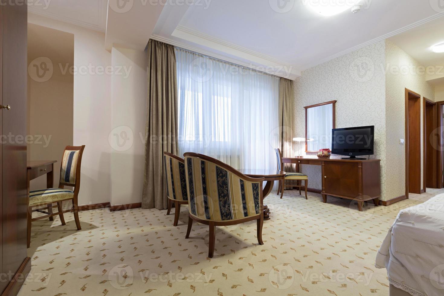 interior de un apartamento de hotel foto