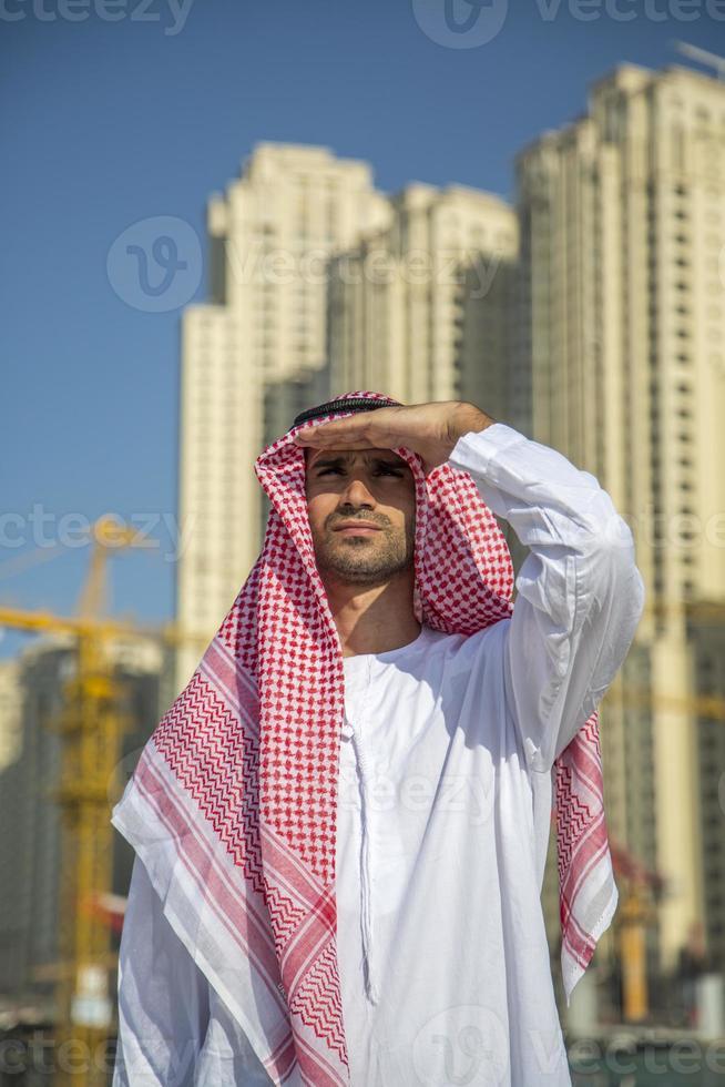 joven hombre de negocios árabe foto