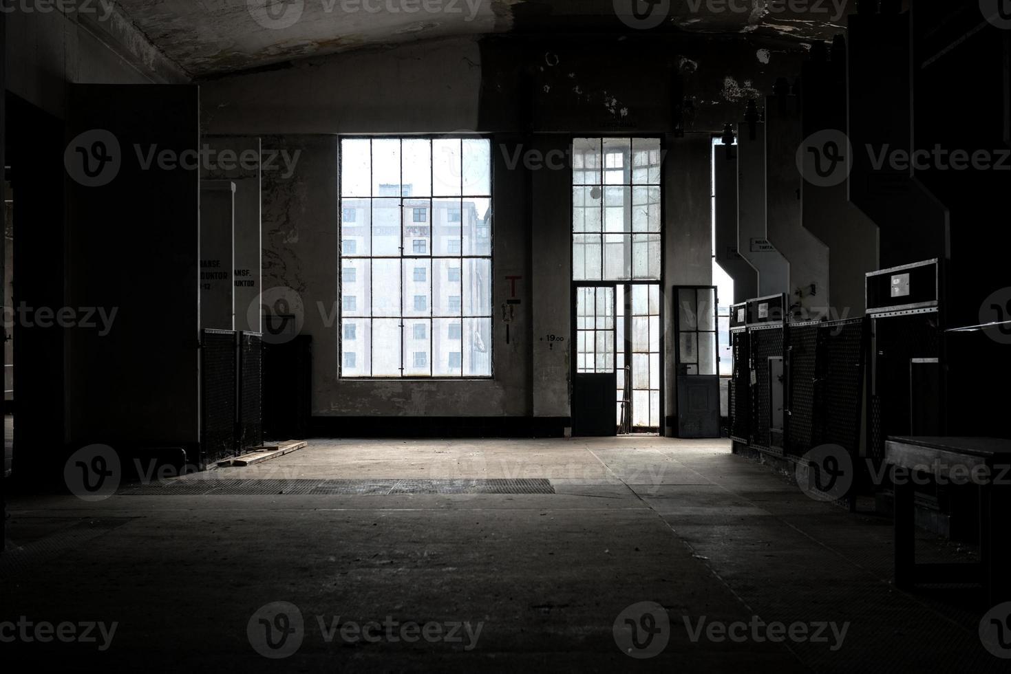 lugar oscuro y abandonado foto