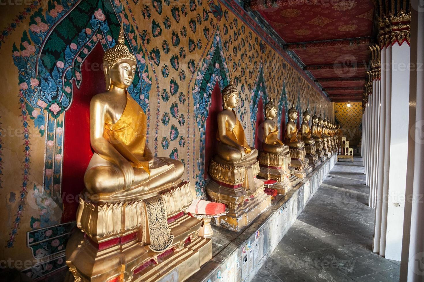 estatua de Buda en camboya foto