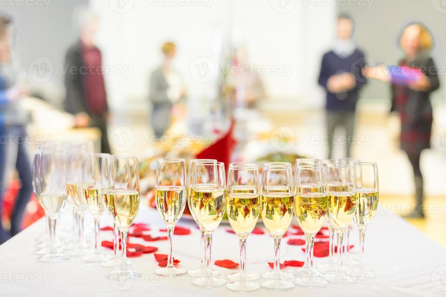 evento de banquete Champaña en la mesa. foto