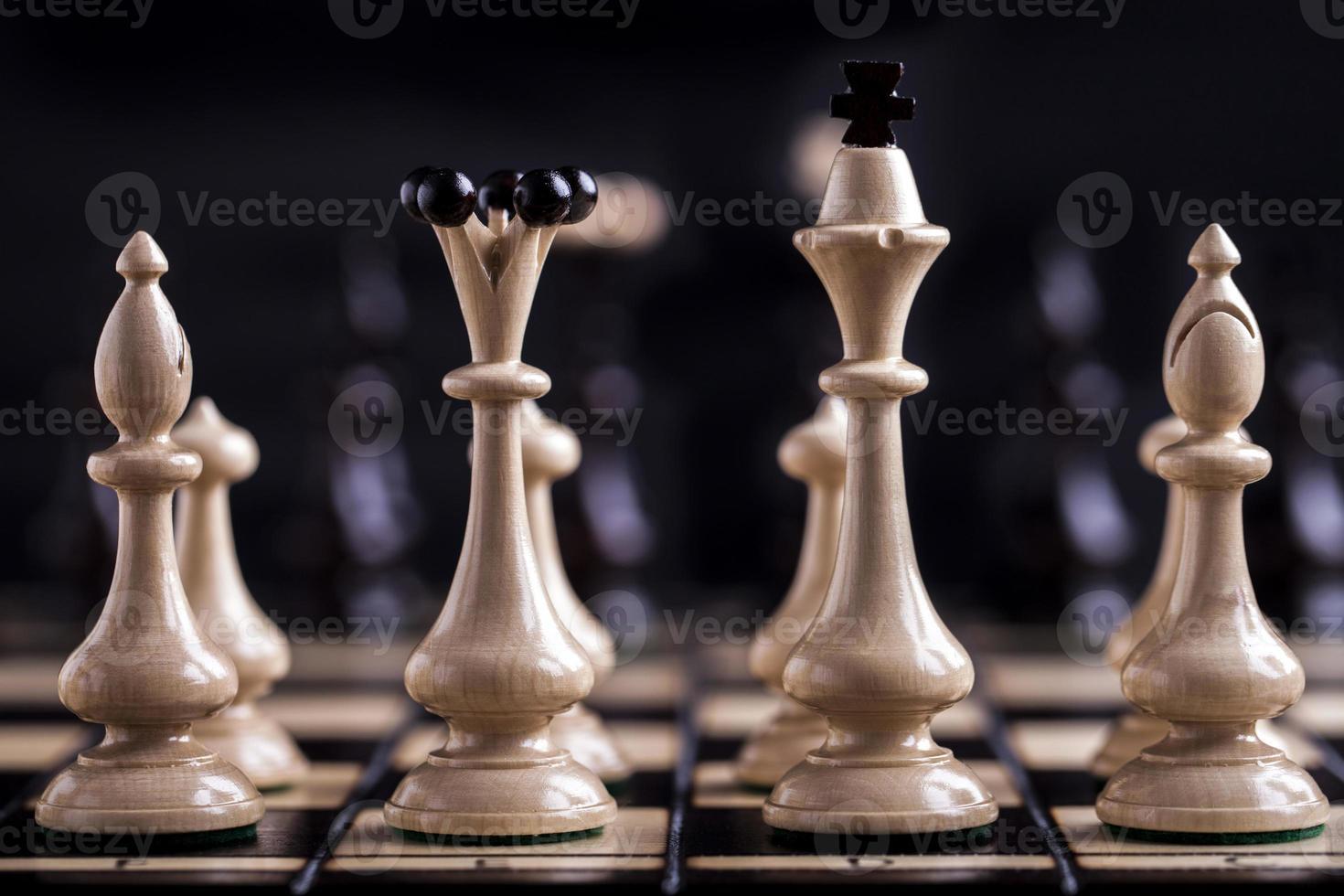 pièces d'échecs sur un échiquier. photo