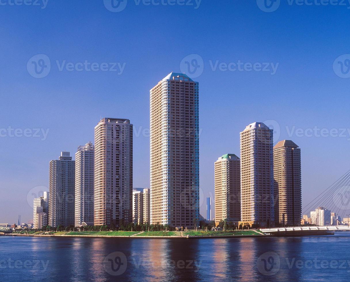 edificio de apartamentos de gran altura foto