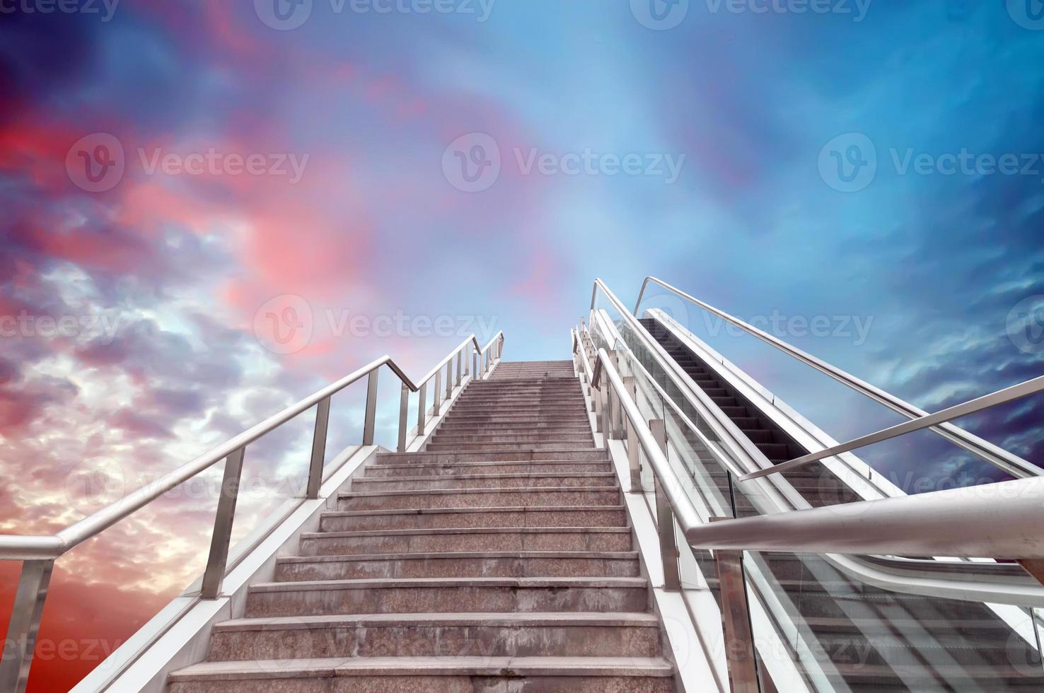 escalera mecánica al cielo foto