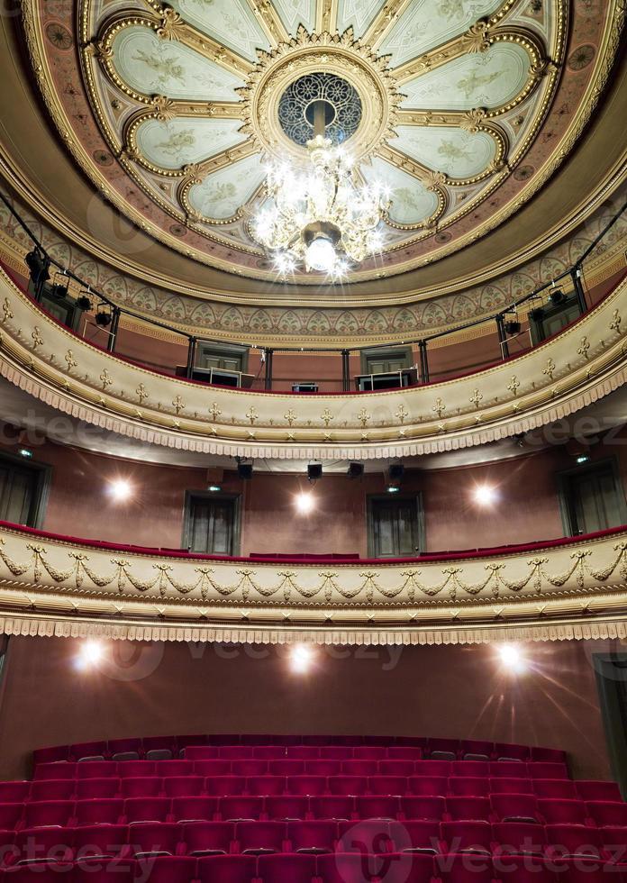 lujoso salón de teatro foto
