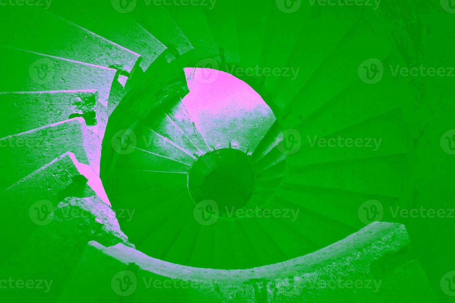 escalera de caracol moderna al aire libre foto