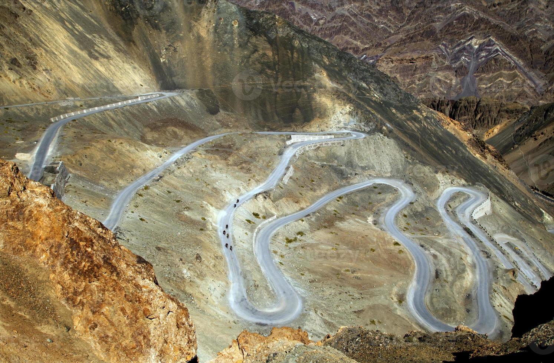 camino sinuoso del desierto foto
