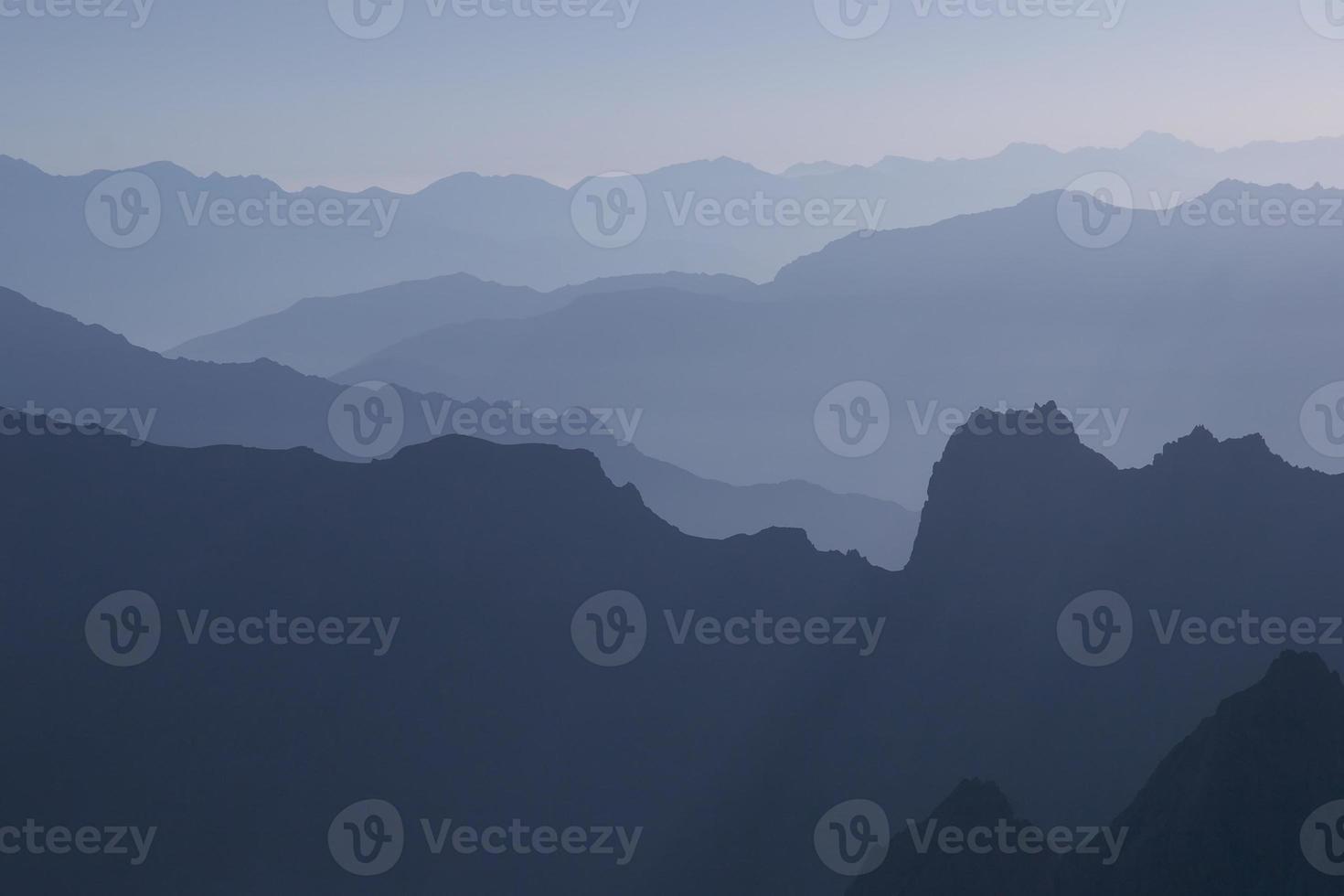 siluetas de montaña foto