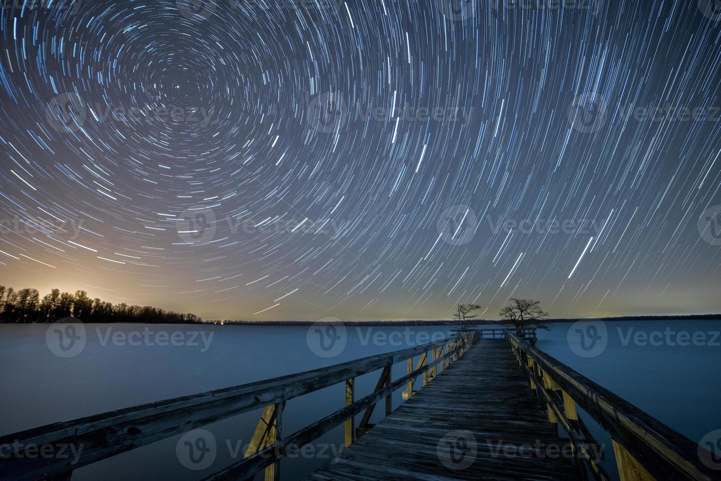 Estrellas dando vueltas sobre el lago Reelfoot, Tennessee foto