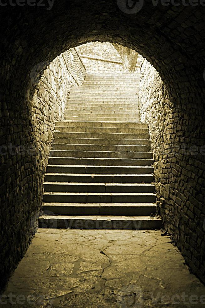 viejo túnel de ladrillo foto