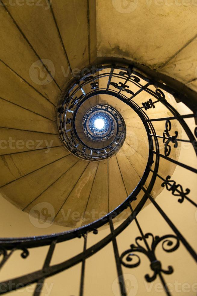 escalera de caracol en st. Basílica de Stephen en Budapest foto