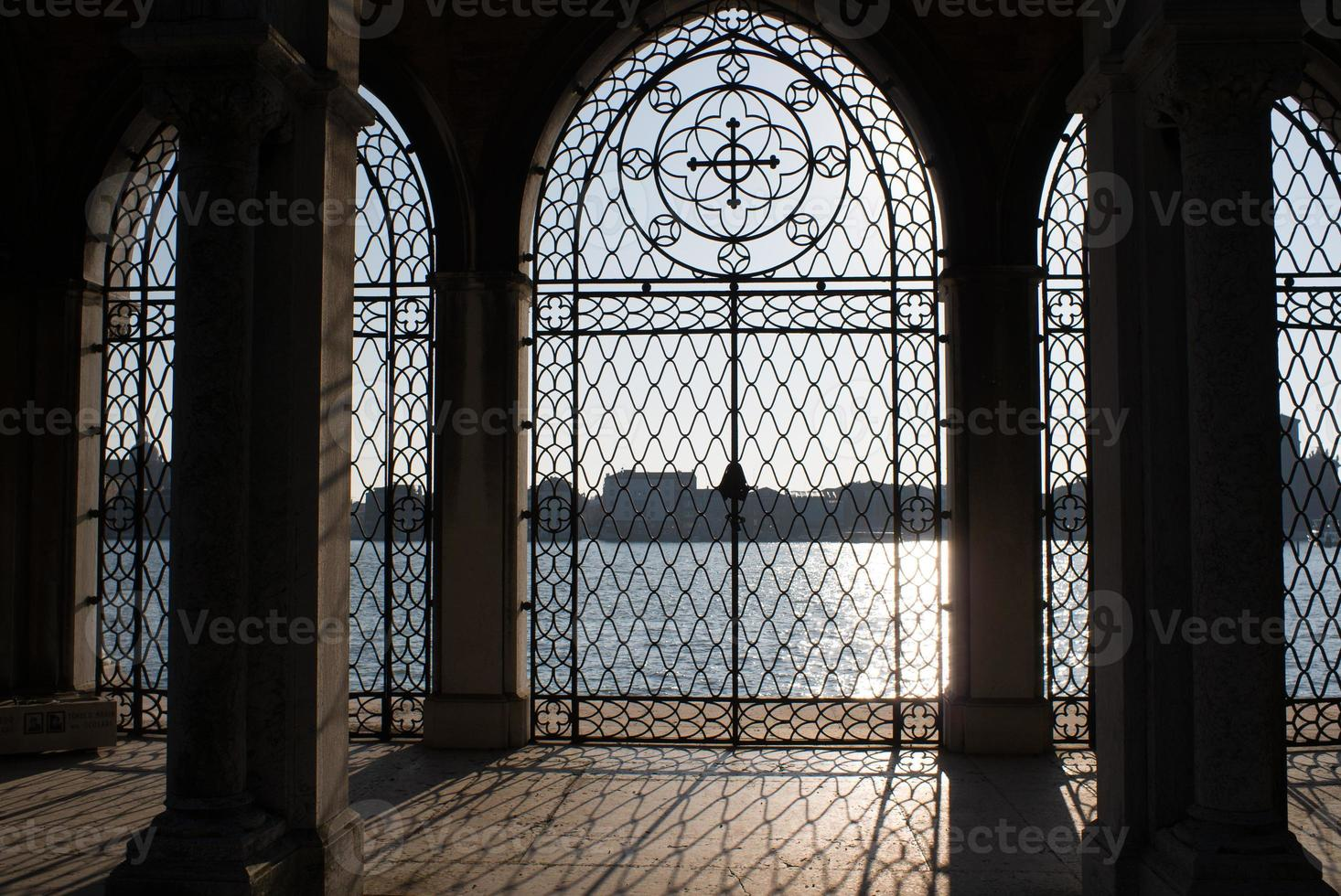 puerta principal de san michele foto