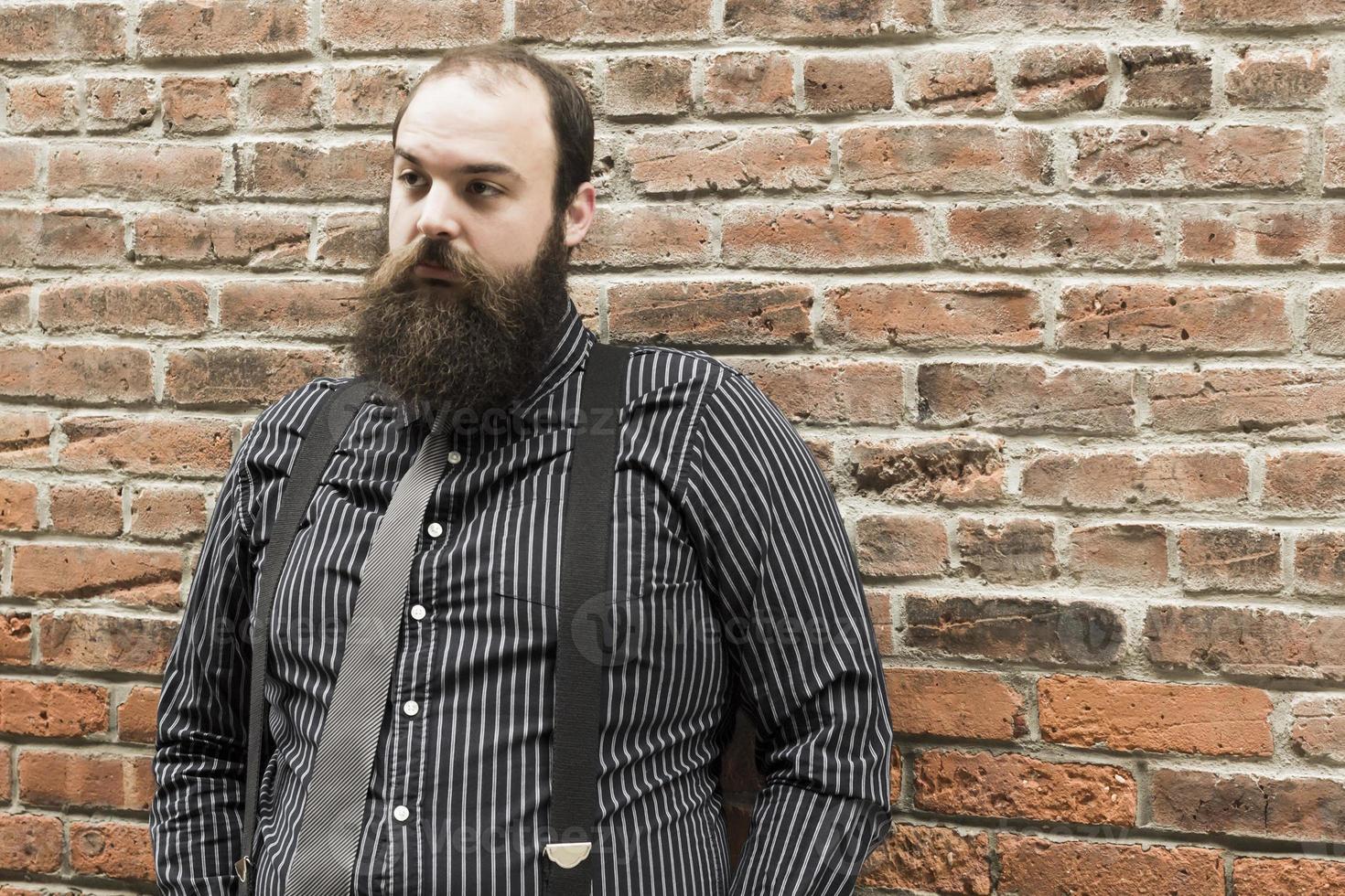 hombre barbudo perdido foto