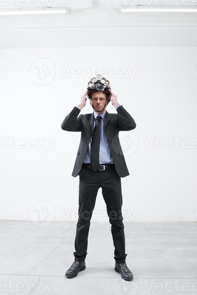 empresario con casco steampunk foto