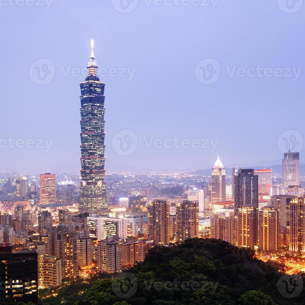 Horizonte de Taipei - Taiwán. foto