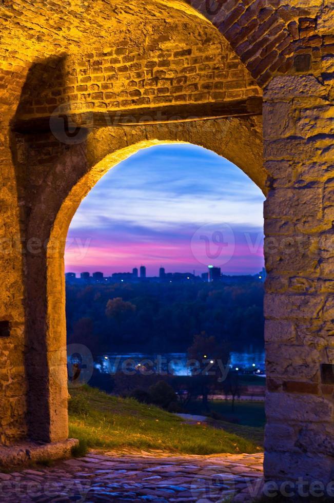 puerta del tiempo en la fortaleza de kalemegdan foto
