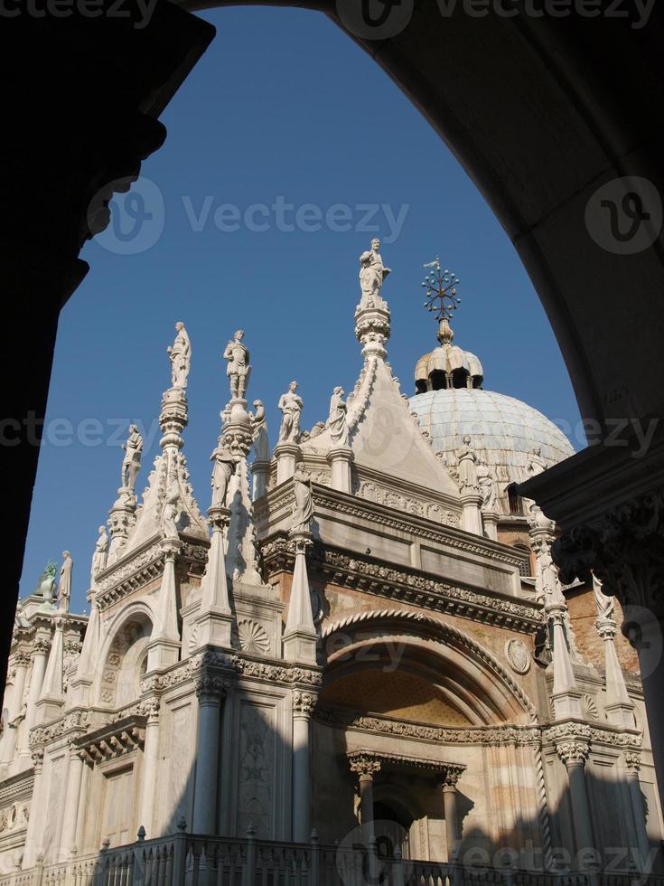 patio del palacio del dux en venecia foto