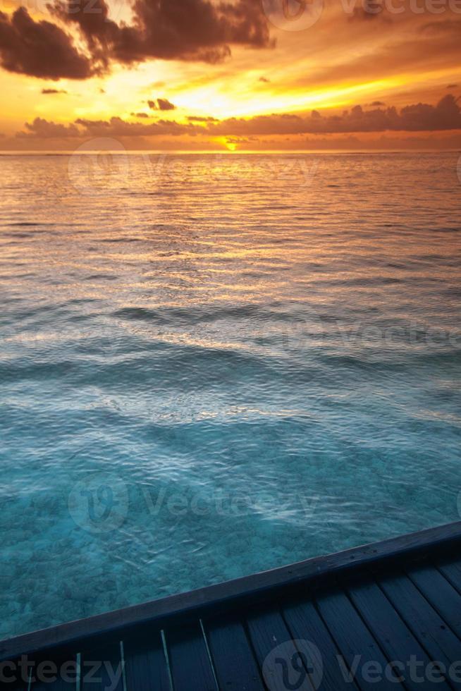 agua de mar tropical en maldivas foto