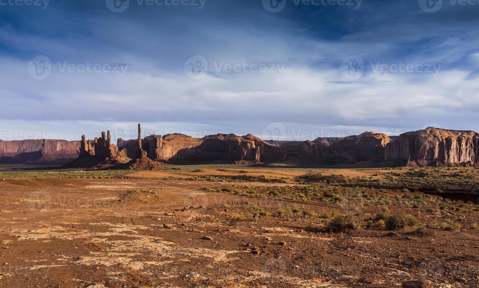 Arizona. valle del monumento con yei bi chei foto