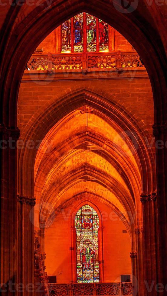 Arco rey Fernando vidrieras Catedral de Sevilla España foto