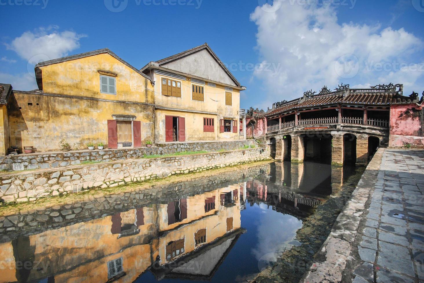 puente japonés en hoi an, vietnam foto