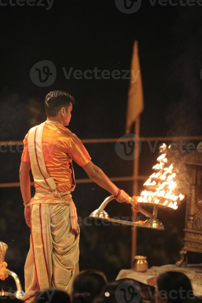 Heiliger Hindu Priester in Varanasi photo
