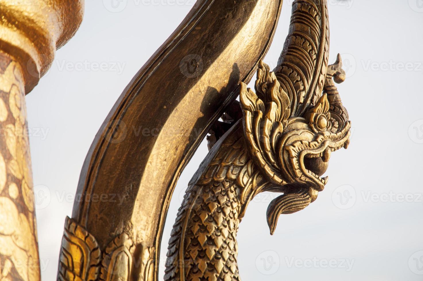 Cerrar esculturas y estatuas del templo foto