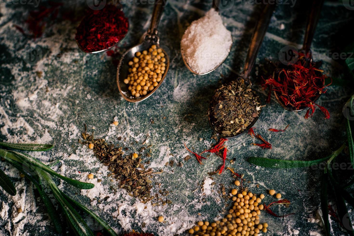 ingredientes de especias alimenticias foto