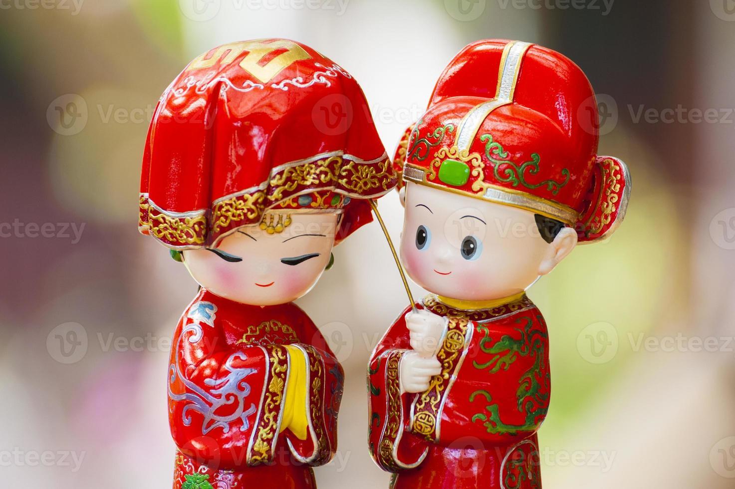 dos muñecas asiáticas de la ceremonia de boda foto