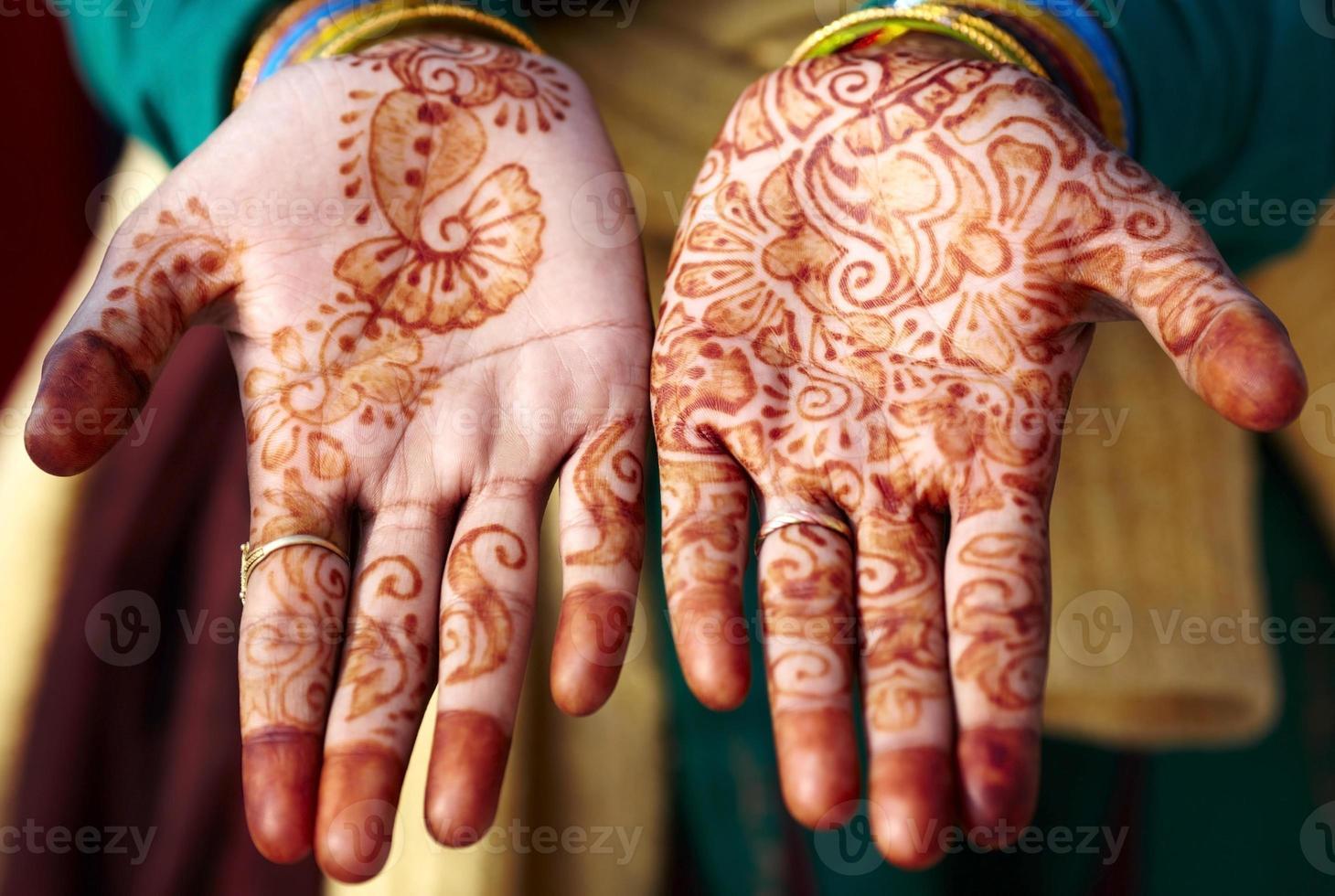 tatuaje de henna mehndi arte de la mano foto