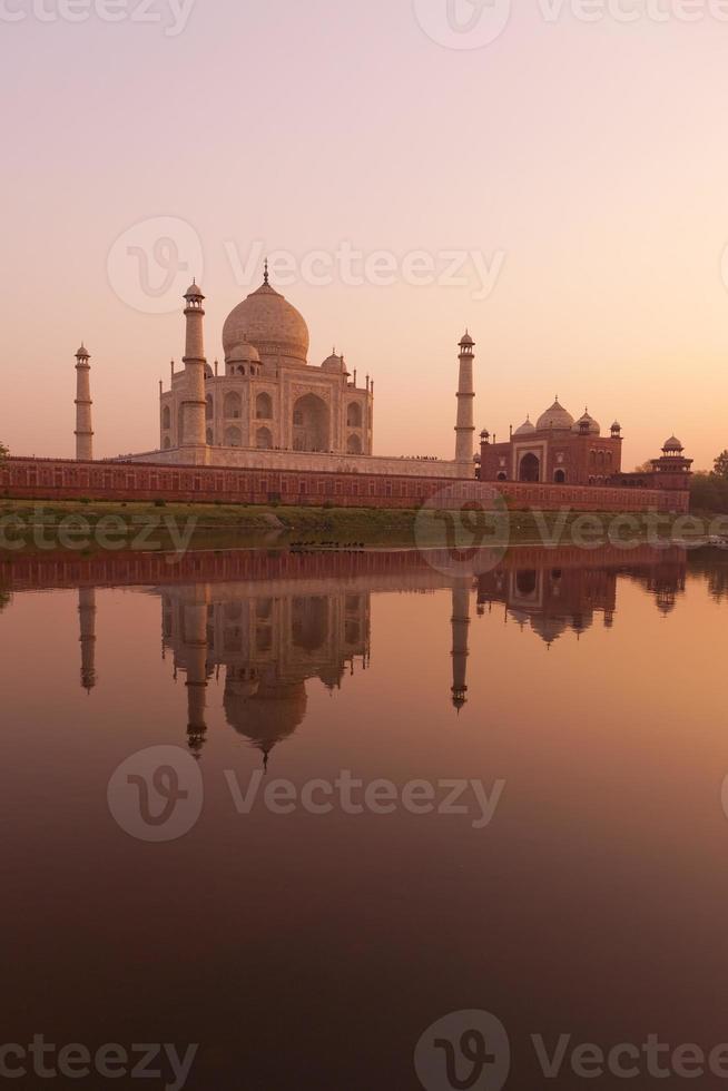 puesta de sol en el taj mahal foto