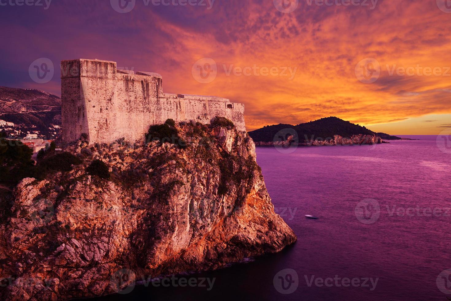 fuerte de st. Lawrence (Fort Lovrjenac) en Dubrovnik, Croacia foto