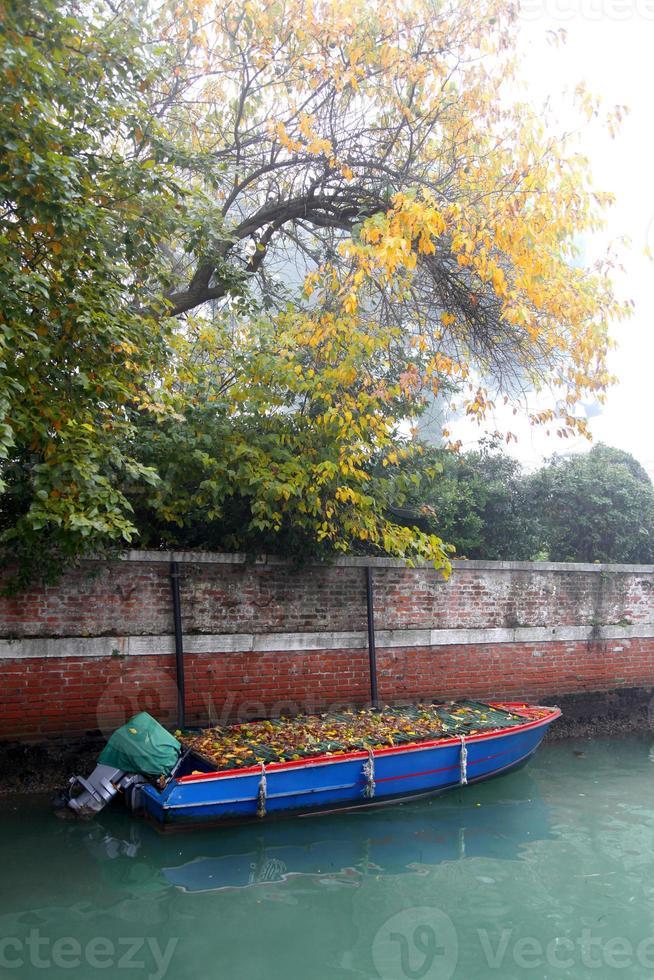 famoso venecia con barcos en italia foto