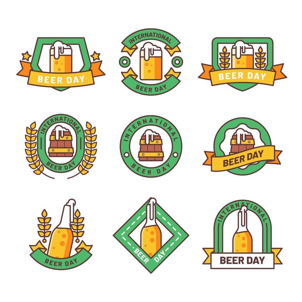 ensemble d'emblèmes de la journée de la bière vecteur