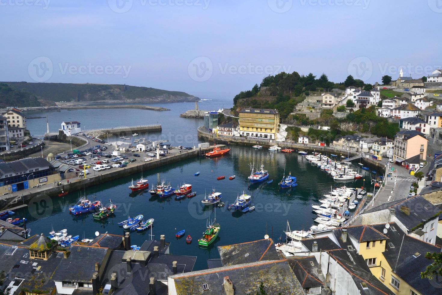 puerto en luarca, asturias foto