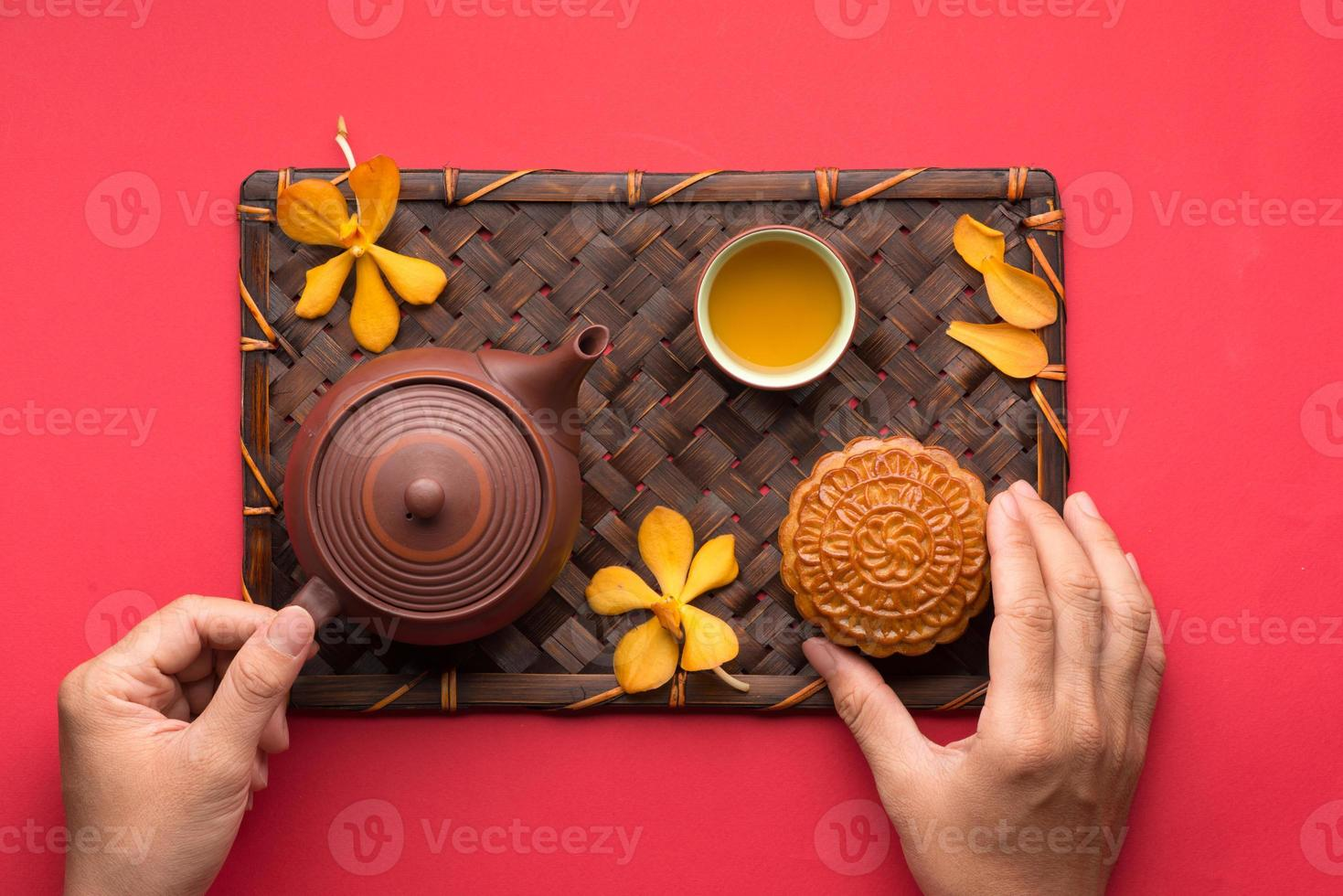 pastel de luna y té foto
