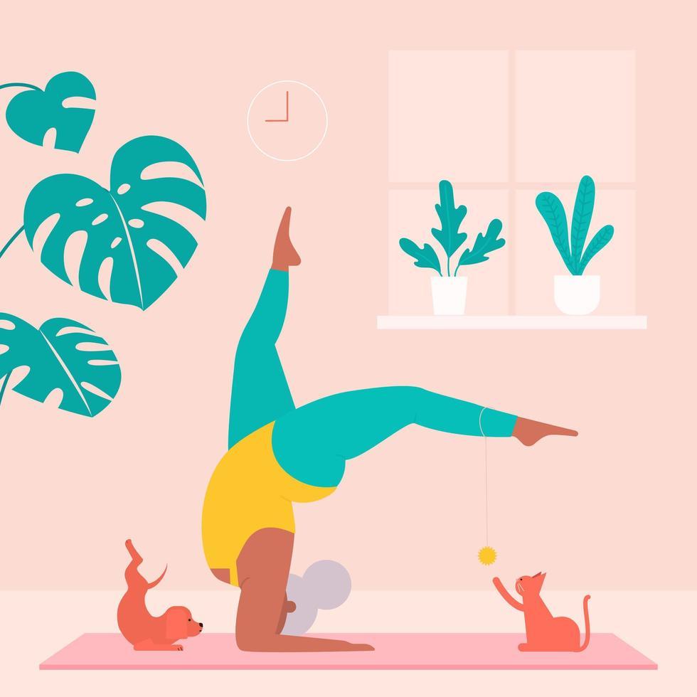 senior vrouw training yoga met huisdieren thuis vector