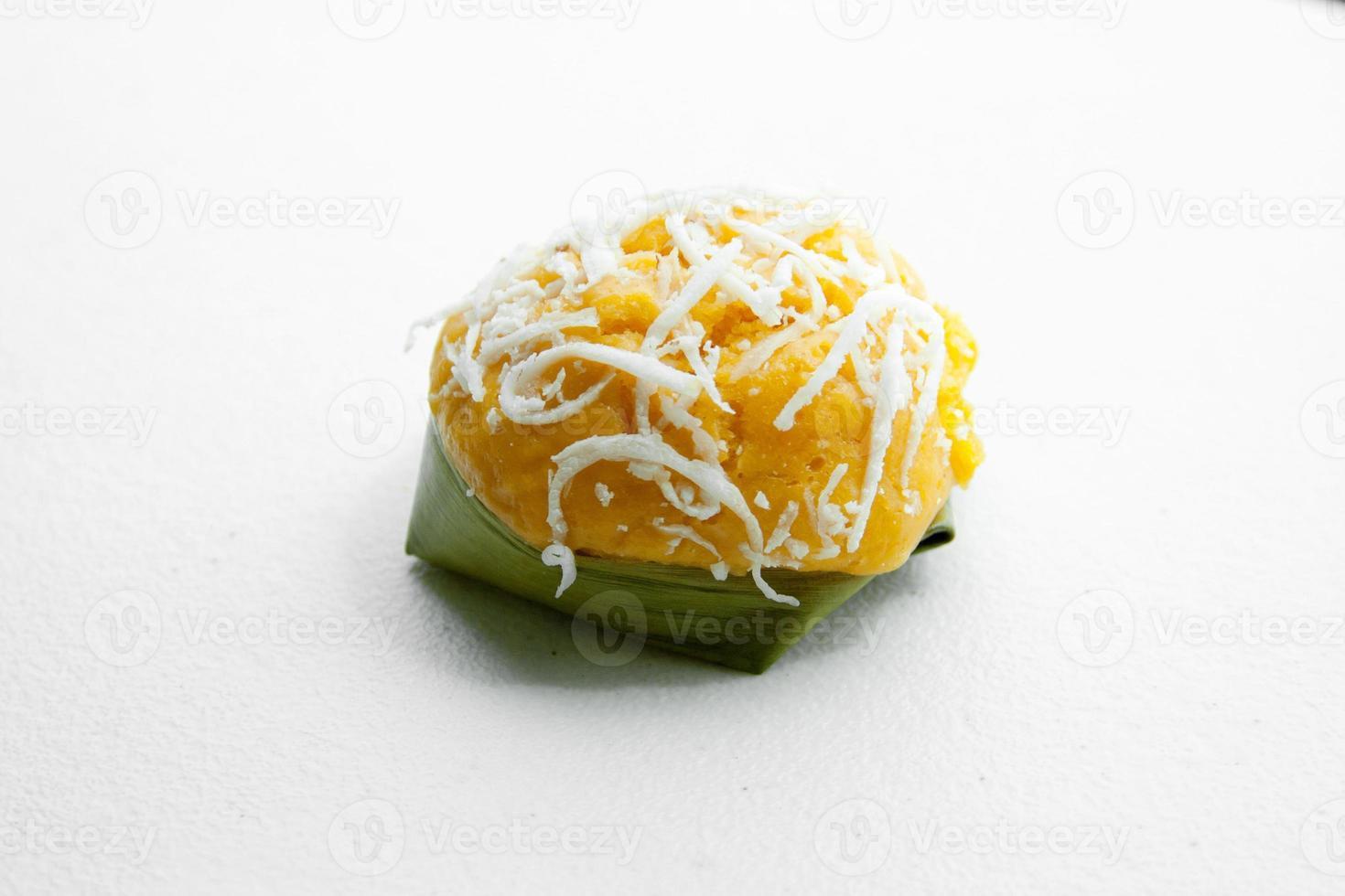 postre tailandés dulce pastel de palma de azúcar con coco foto