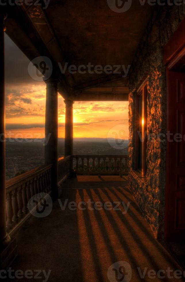 zonsondergang uitzicht vanaf pagode veranda foto