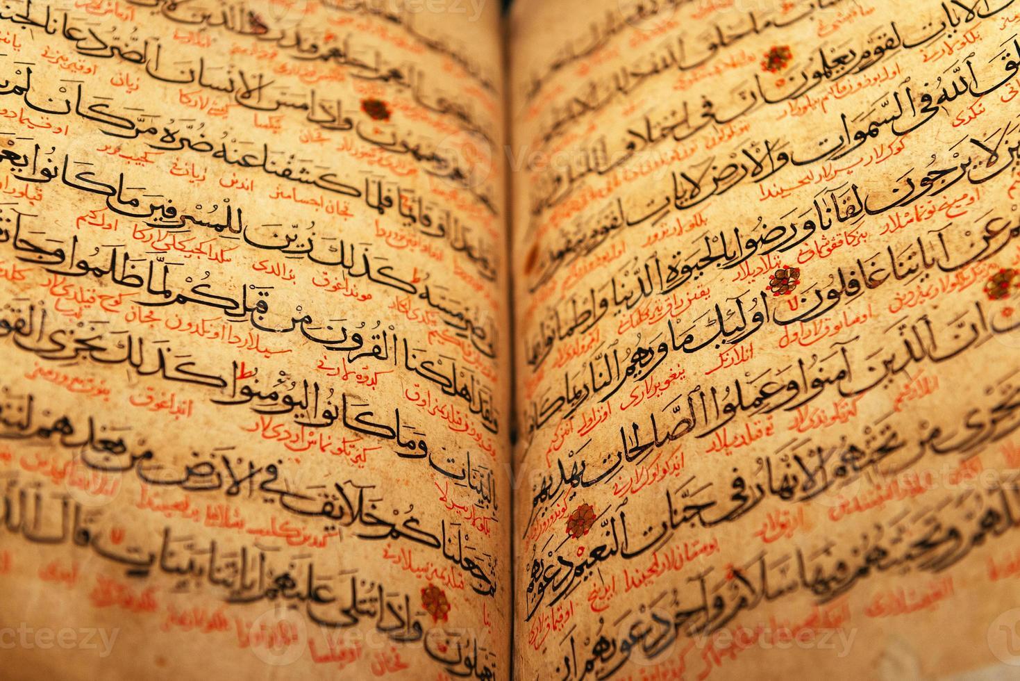 antigua página del Corán foto