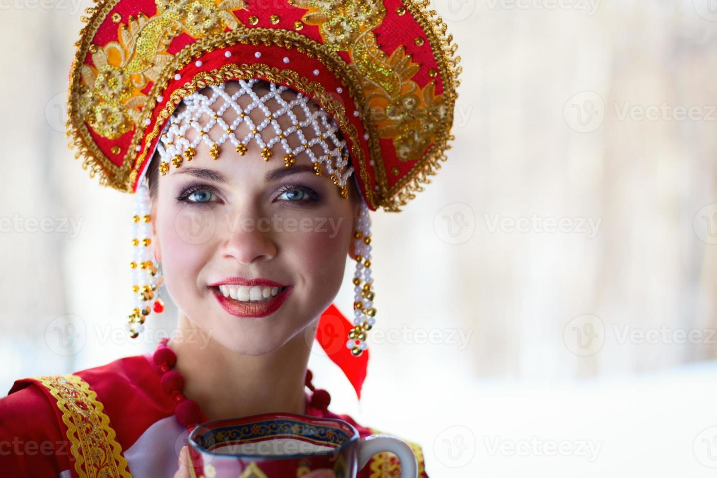 chica rusa en un kokoshnik foto