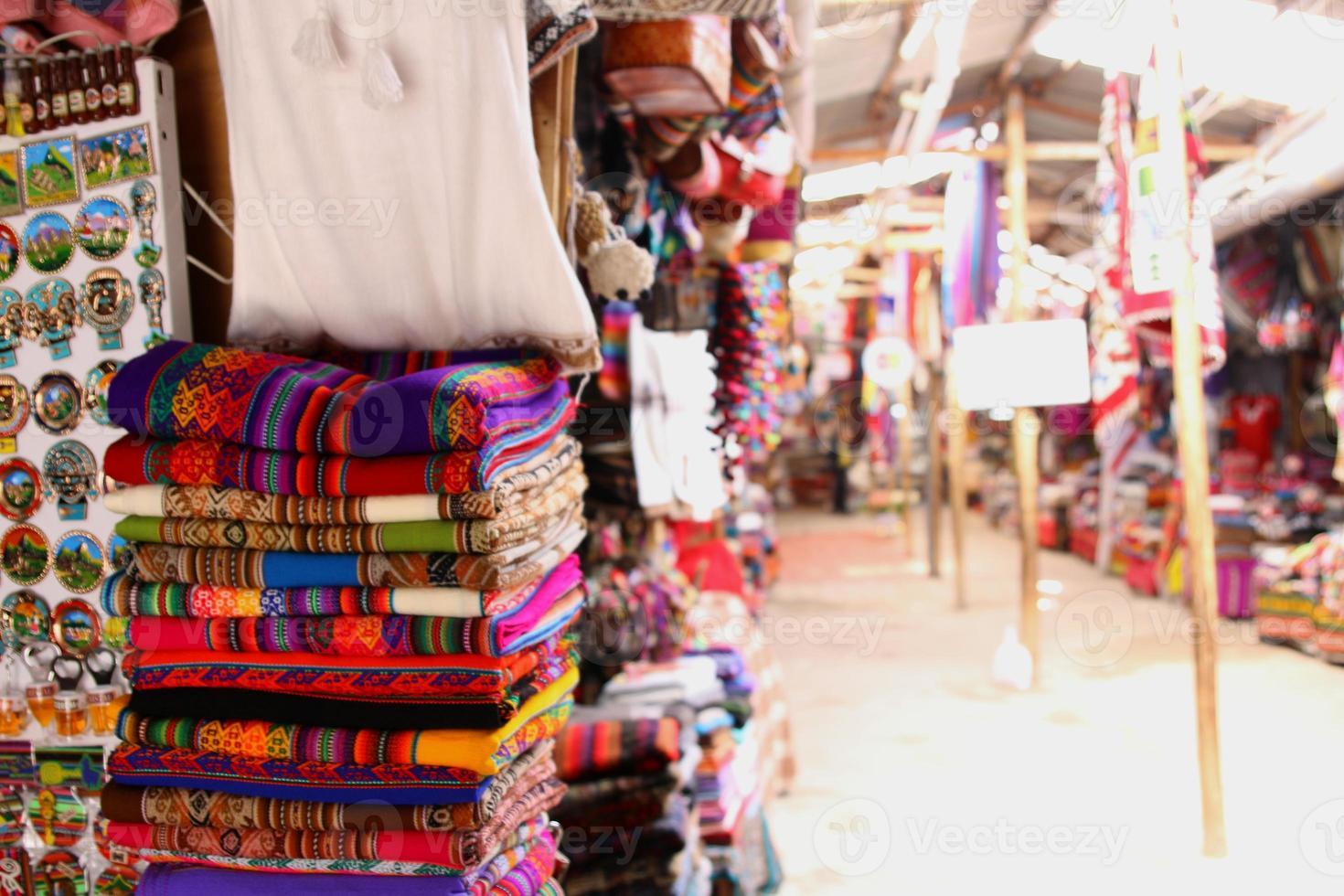Productos locales peruanos. calles de cuzco artes tradicionales foto