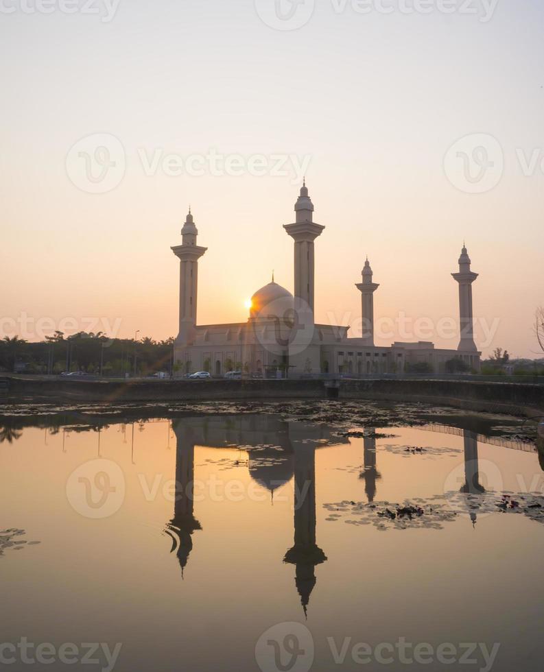 mezquita al amanecer foto
