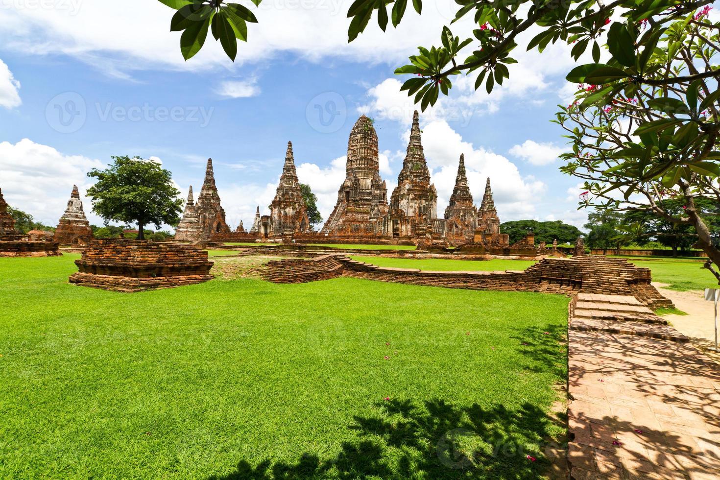 pagoda en el templo de wat chaiwattanaram, ayutthaya, tailandia foto