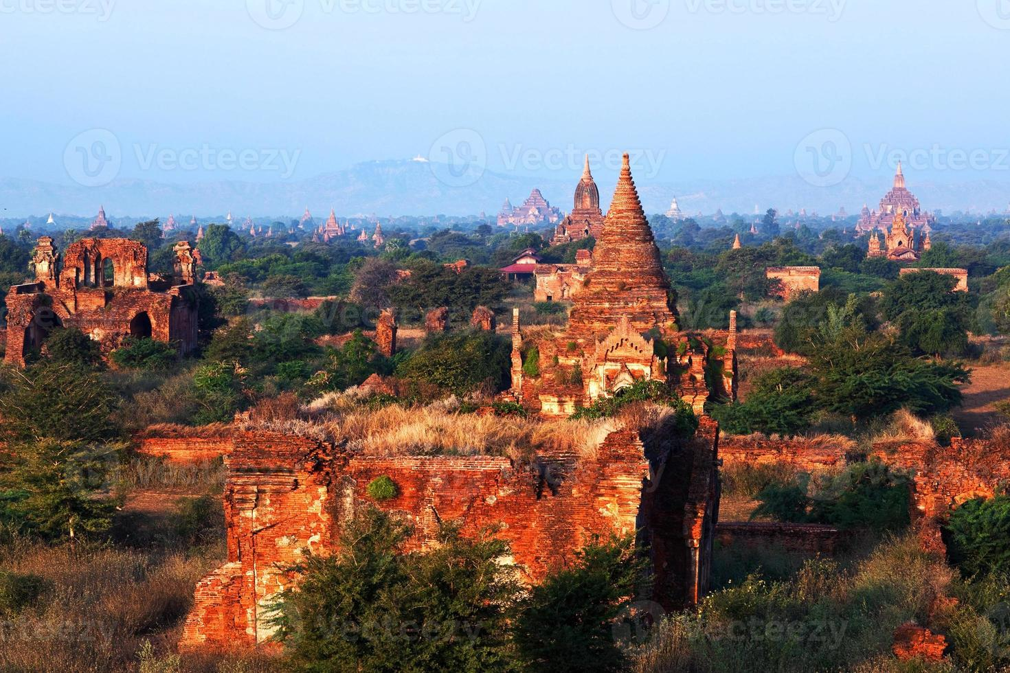 Bagan Archaeological zone, Myanmar photo
