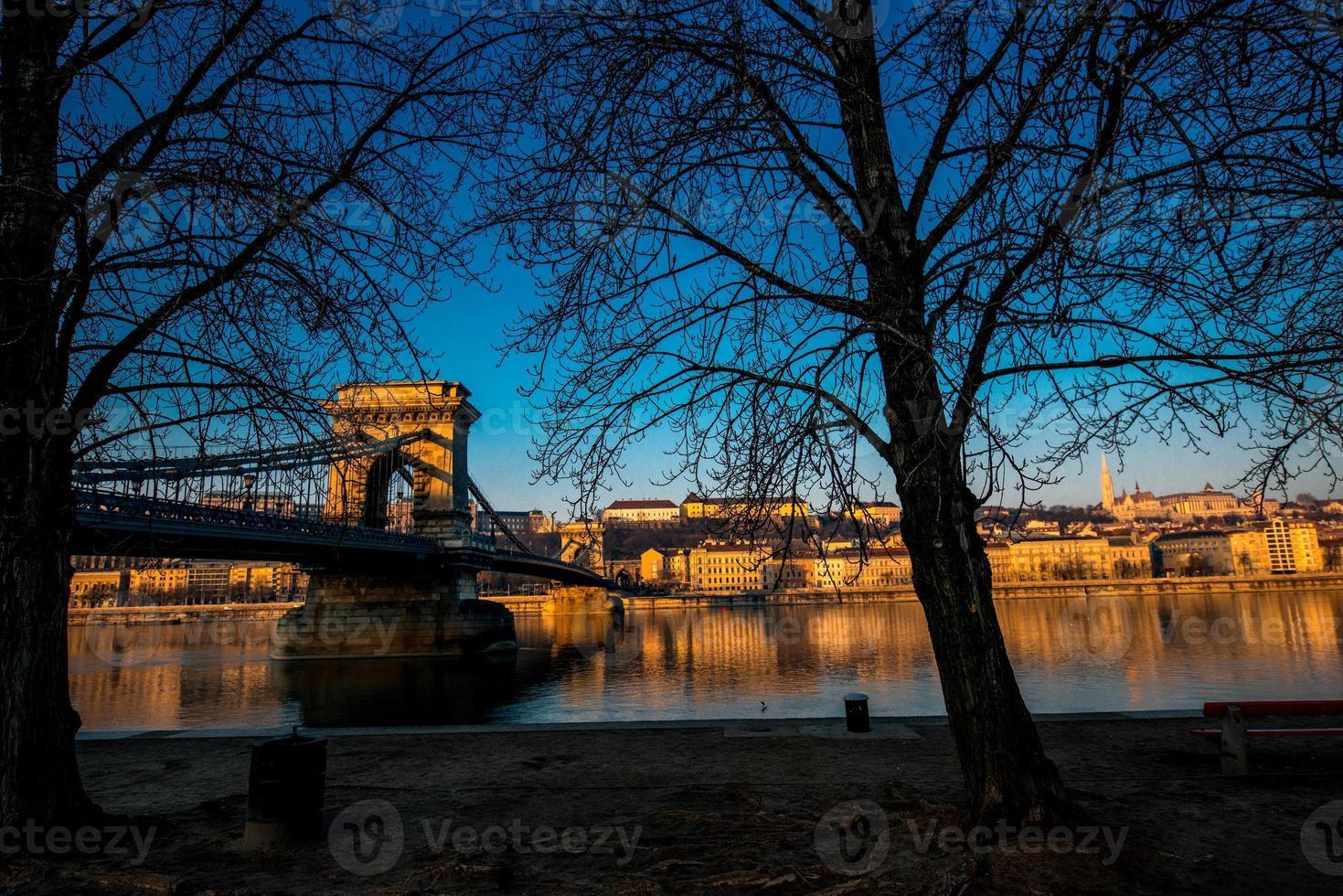 puente de las cadenas szechenyi foto