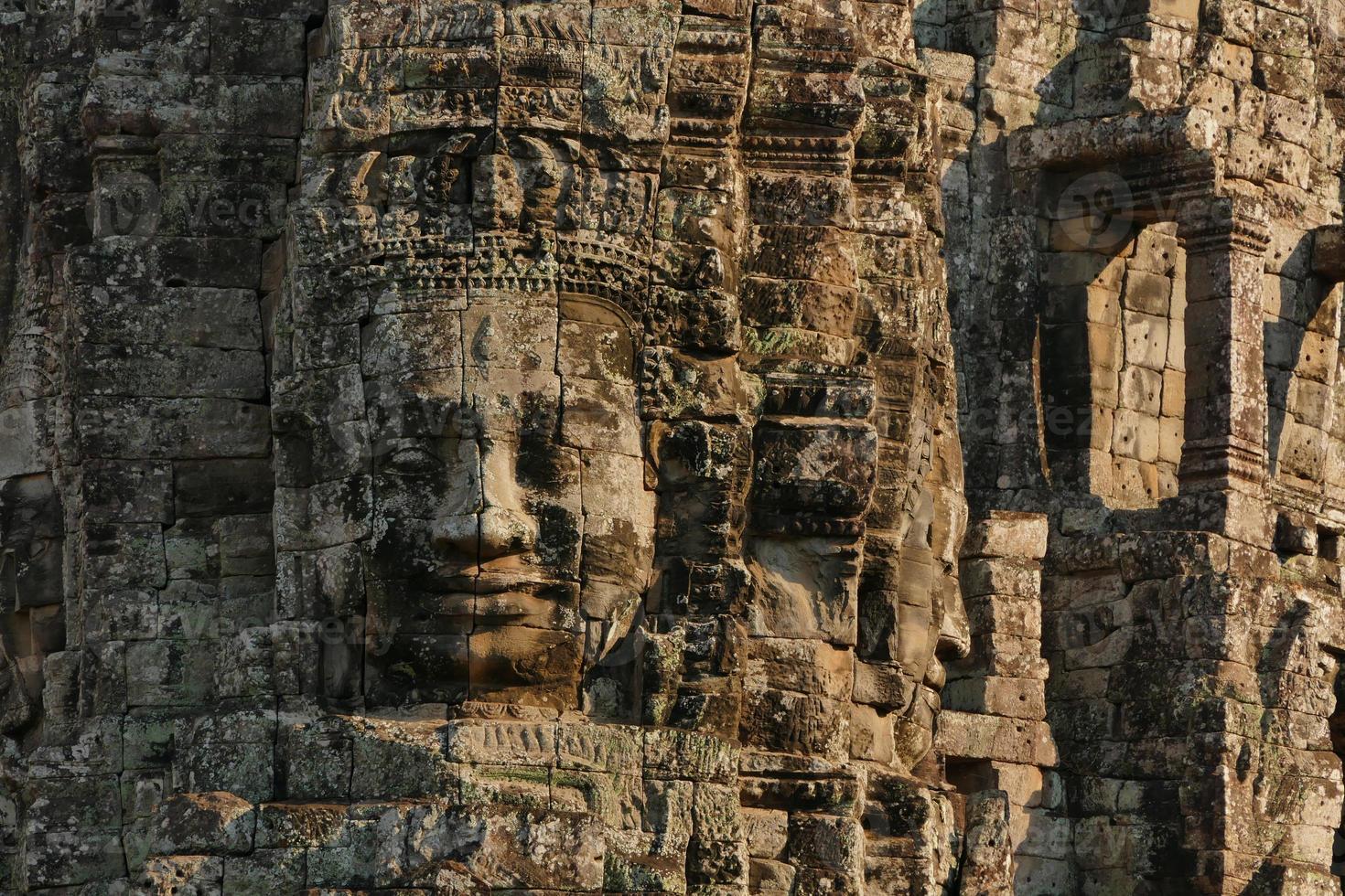 Templo Bayon de Angkor Thom en Camboya foto